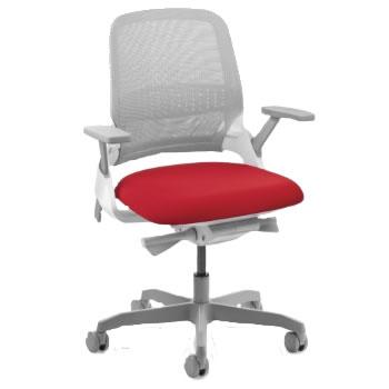 Poltrona My Chair Preta com Espaldar Médio e Apóia Braço